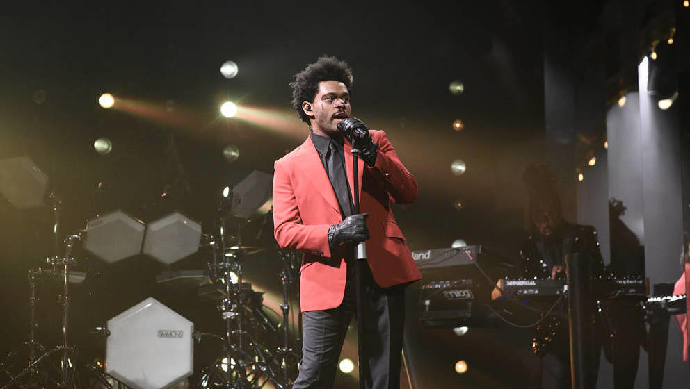 SATURDAY NIGHT LIVE -- 'Daniel Craig' Episode 1782 -- Pictured: Musical guest The Weeknd performs on Saturday, March 7, 2020