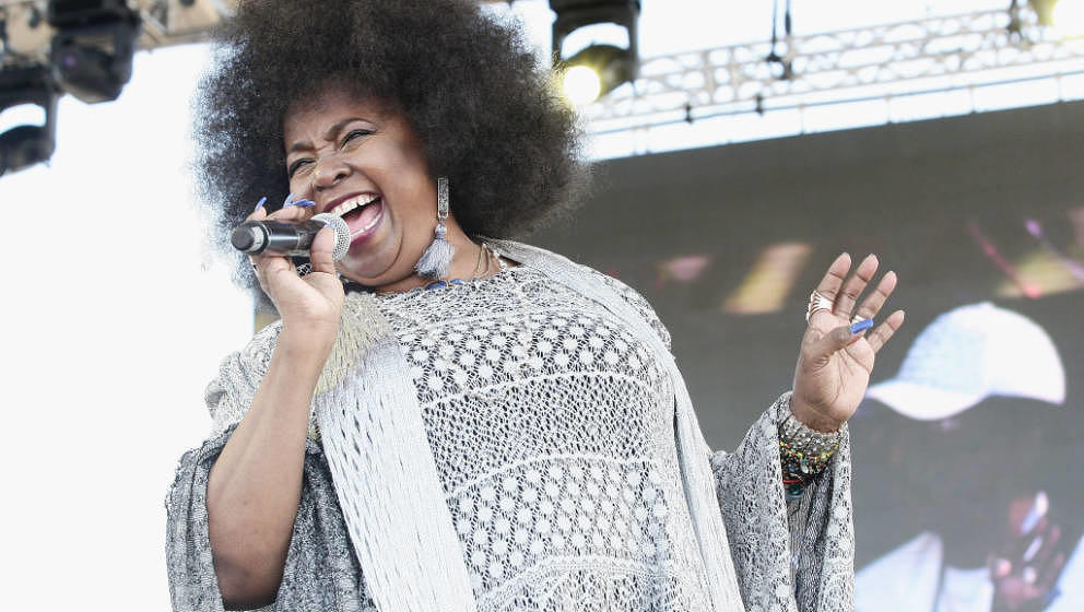 MIAMI GARDENS, FL - MARCH 18:  Musician Betty Wright performs on stage at The 12th Annual Jazz In The Gardens Music Festival