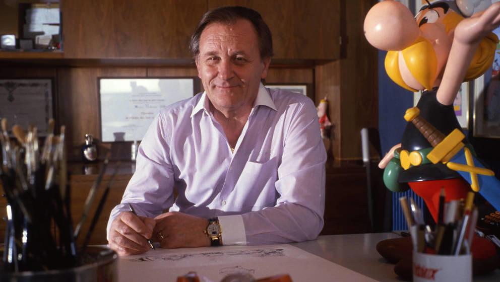 Albert Uderzo im Jahr 1989 an seinem Schreibtisch.