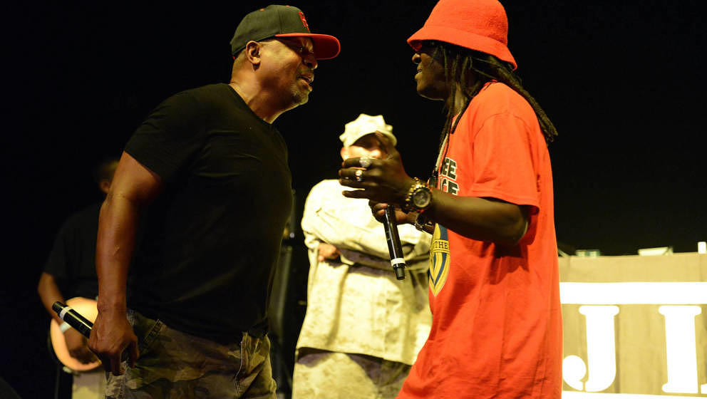 Chuck D (links) und Flavor Flav (rechts) bei einem Auftritt in Los Angeles, 2016.