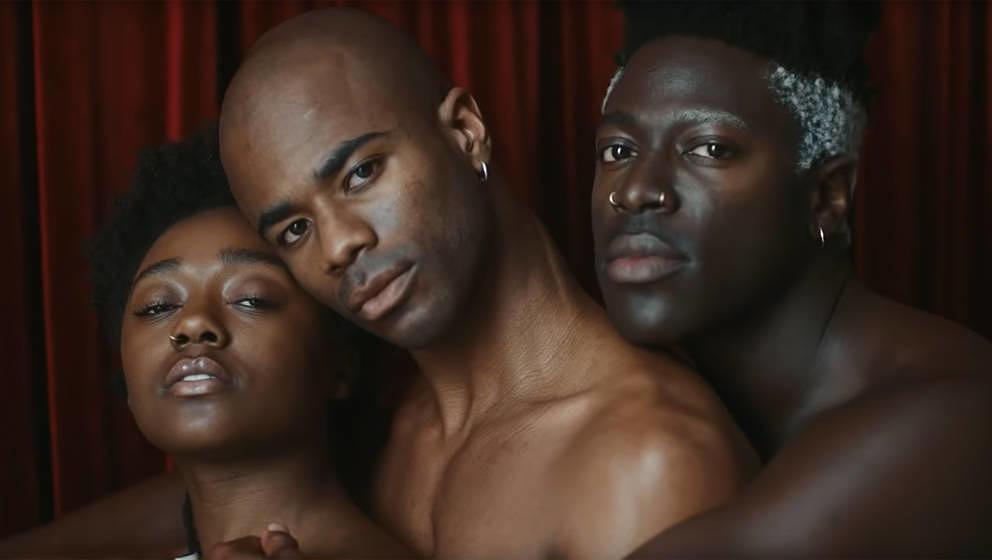 "Emara Neymour-Jackson, Malachi Middleton und Moses Sumney im ""Cut Me""-Video"