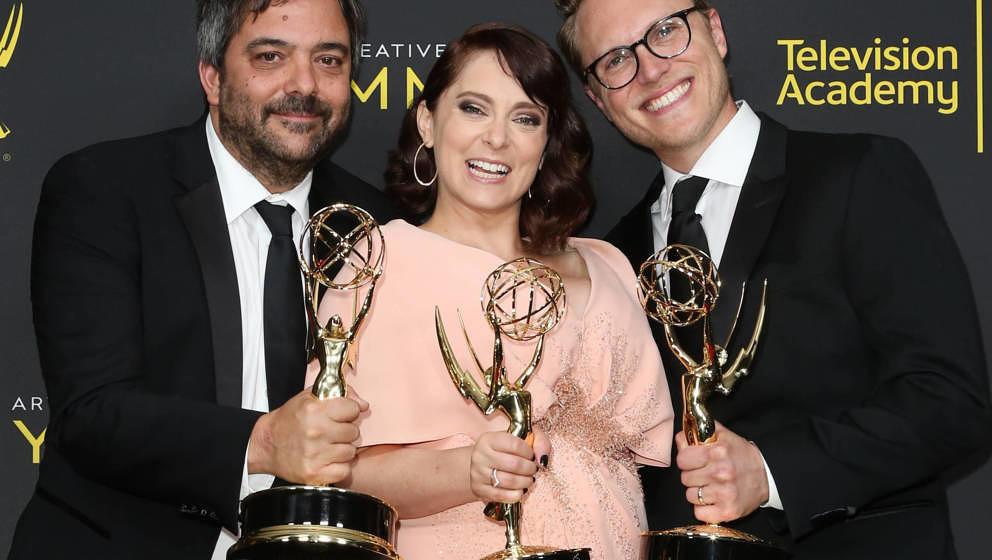 """Adam Schlesinger (links) bei den Emmys 2019. Er gewann für einen seiner Songs zur Netflix-Serie """"Crazy Ex-Girlfriend"""""""