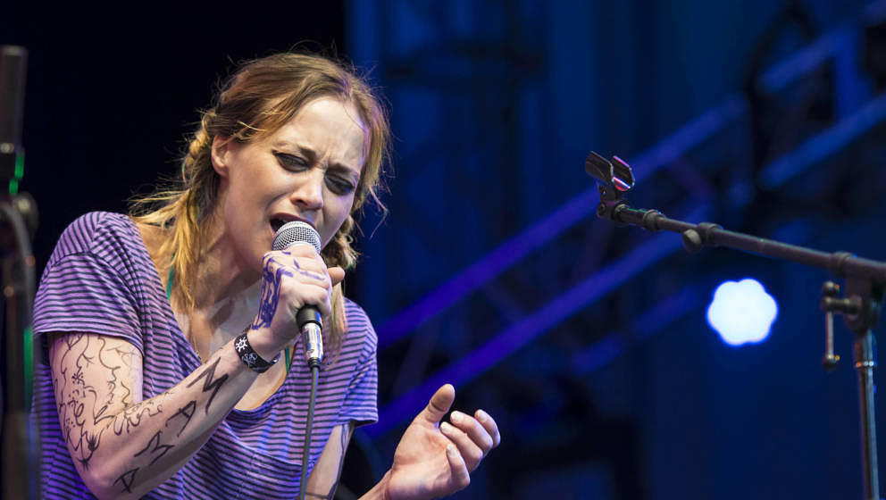 Fiona Apple bewirbt aktuell ihre neue Platte FETCH THE BOLT CUTTERS.