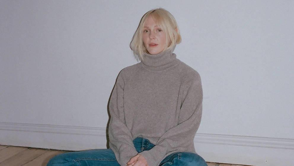 Laura Marling bringt ein neues Album heraus