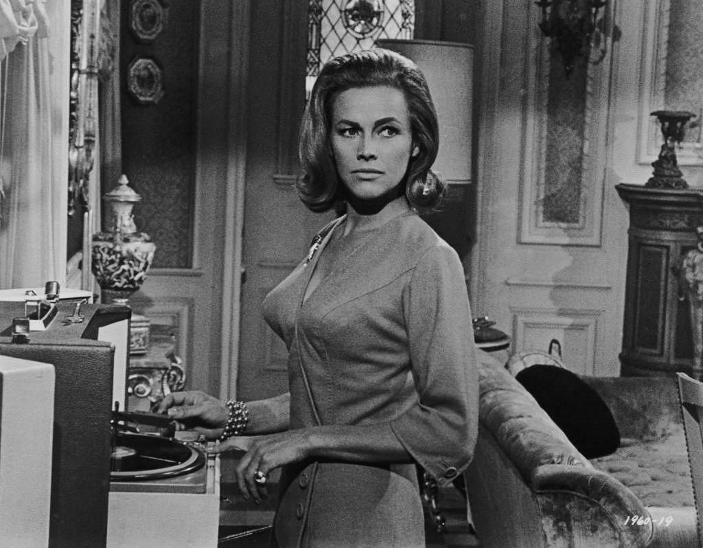 """""""Goldfinger""""-Bond-Girl Honor Blackman ist mit 94 Jahren gestorben"""