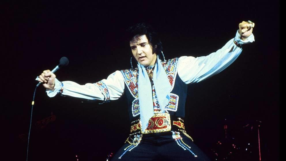 UNITED STATES - JULY 20:  NASSAU COLISEUM  Photo of Elvis PRESLEY, performing live onstage  (Photo by Steve Morley/Redferns)