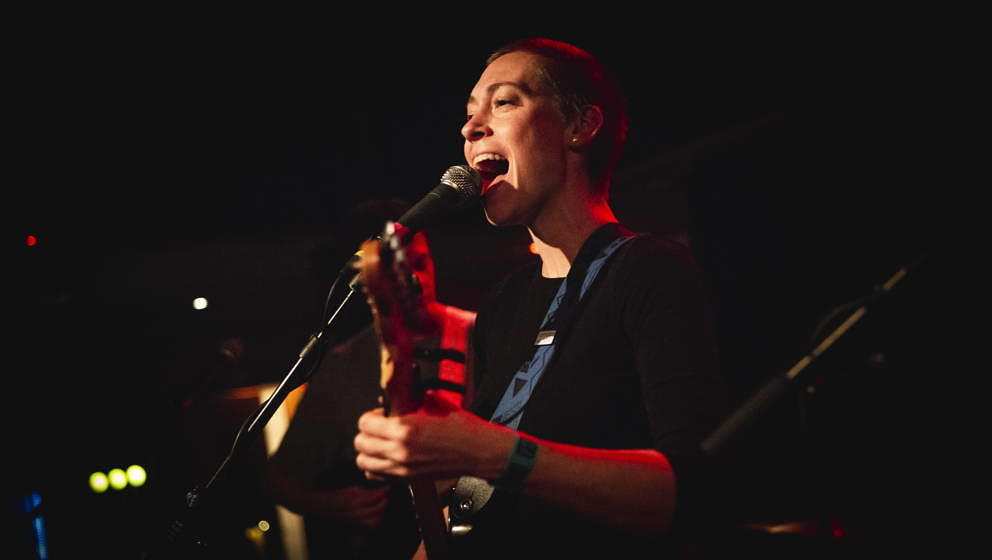 Denmark, Copenhagen - September 15, 2018. The American singer and songwriter Anna Burch performs a live concert at Ideal Bar