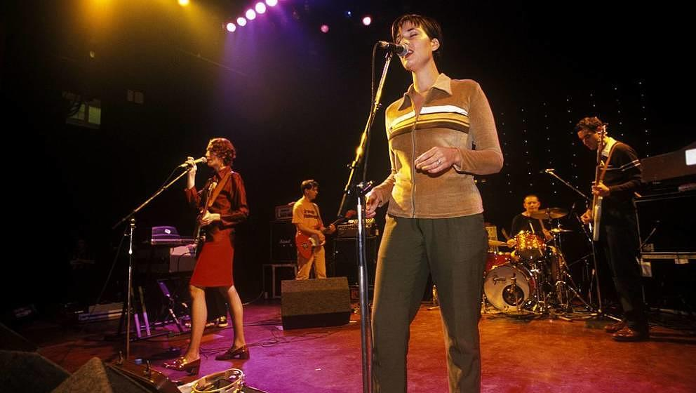 UNITED KINGDOM - JANUARY 01:  Photo of Laetitia SADIER and Tim GANE and Mary HANSEN and STEREOLAB; L-R: Mary Hansen, Tim Gane