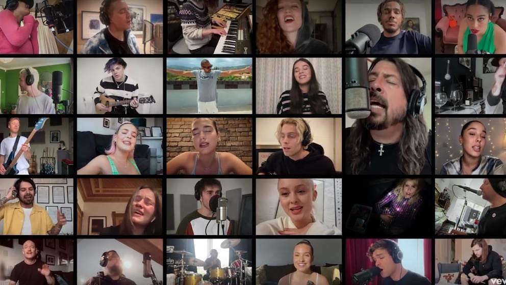 """Sie alle singen von Zuhause: Unzählige Musiker*innen haben sich für die Benefiz-Single """"Times Like These"""" zusammengesch"""