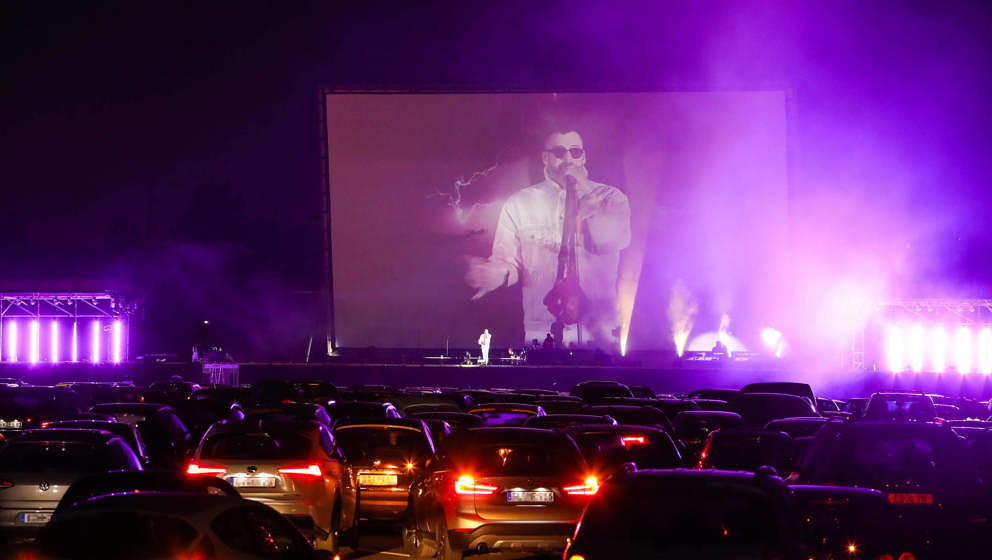 Rapper Sido bei seinem Drive-In-Konzert am 26. April 2020 im Autokino Düsseldorf.
