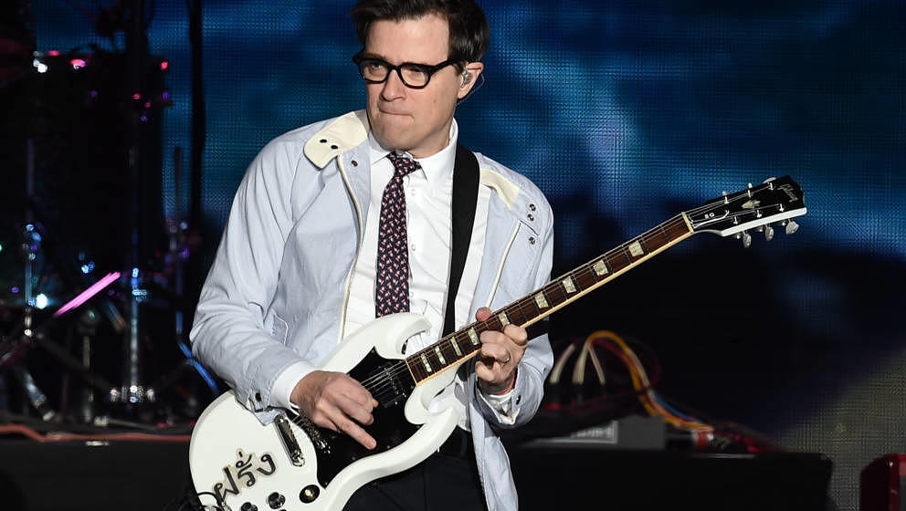 INGLEWOOD, CA - DECEMBER 10:  Rivers Cuomo of Weezer performs onstage during KROQ Almost Acoustic Christmas 2017 at The Forum