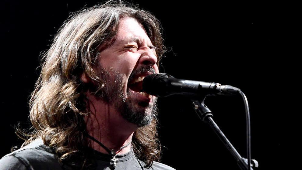 LAS VEGAS, NEVADA - DECEMBER 07:  Frontman Dave Grohl of Foo Fighters performs at the Intersect music festival at the Las Veg