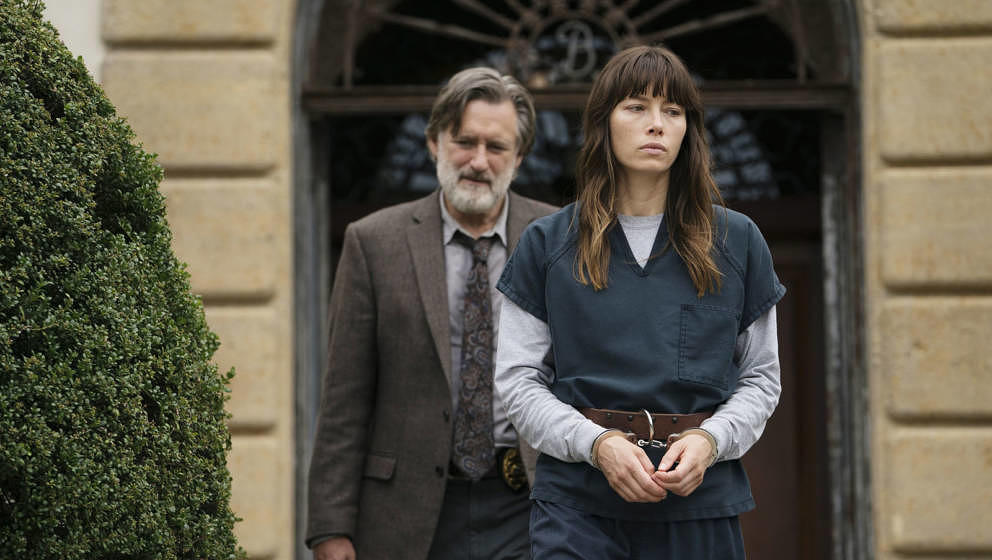 THE SINNER -- 'Part VI' Episode 106 -- Pictured: (l-r) Bill Pullman as Harry Ambrose, Jessica Biel as Cora Tannetti -- (Photo