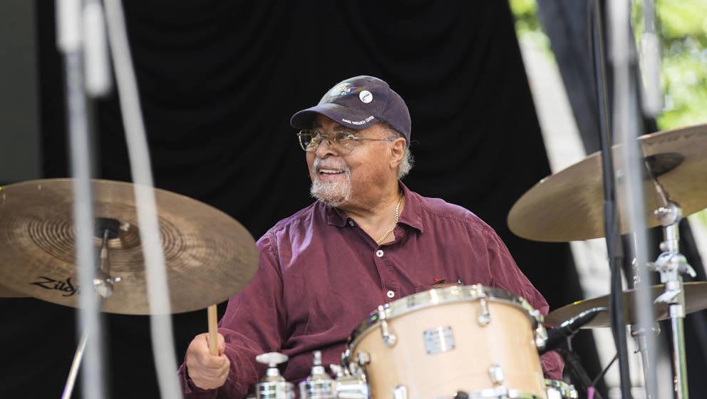 Miles Davis' Drummer Jimmy Cobb, hier live 2015 in New York, starb am 24. Mai 2020 mit 91 Jahren an den Folgen einer Lungenkr