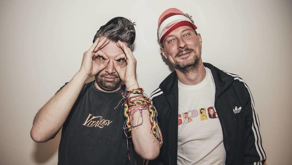 """Alte weiße Männer reden von früher: Fabian Soethof und Stephan Rehm Rozanes starten ihren neuen Podcast """"Never Forget"""""""