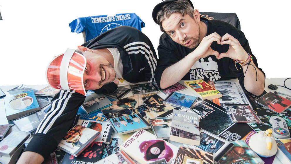 90er-Wimmelbild mit Stephan, Fabian und zig einschlägigen Alben und anderem Memorabilia