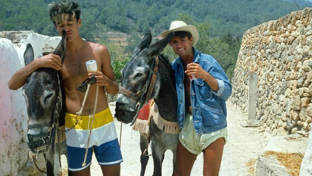 """Wham 1983 auf Ibiza während der Aufnahmen zu """"Club Tropicana"""""""