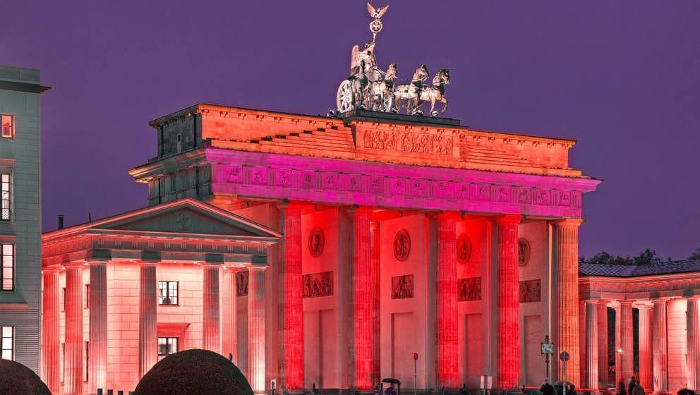 """So schön rot wird das Brandenburger Tor während der  """"Night Of Light"""" erstrahlen."""