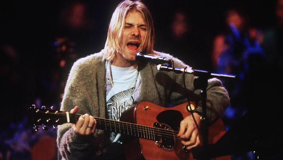 """Kurt Cobain und seine Gitarre hier 1993 bei Nirvanas """"MTV Unplugged""""-Konzert in New York City."""