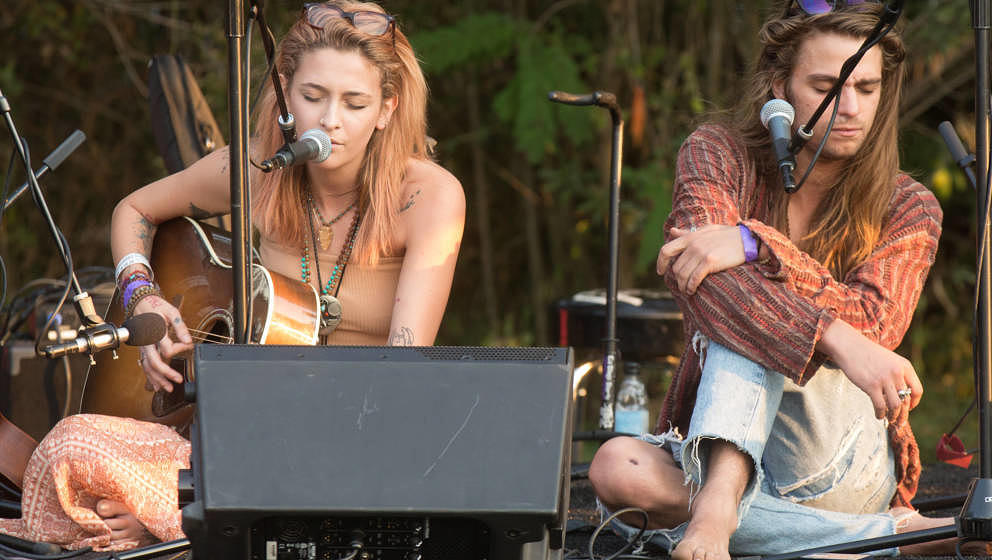 LOS ANGELES, CA - AUGUST 11:  Paris Jackson (L) and Gabriel Glenn of The Soundflowers perform at Canyon Sessions presents a f