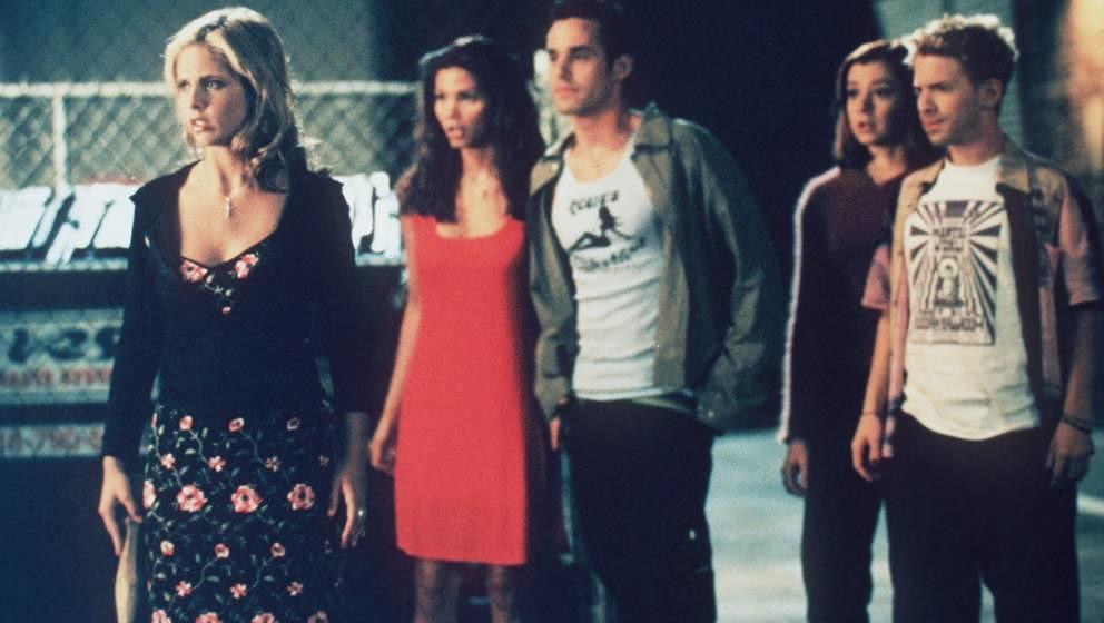 1998 The cast of 'Buffy The Vampire Slayer.' From l-r: Sarah Michelle Gellar, Charisma Carpenter, Nicholas Brendon, Alyson Ha