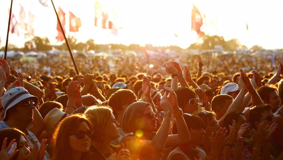 Eine Menschenmenge beim Glastonbury Festival am 26. Juni 2010 – ob das Festival Nachwirkungen der Coronavirus-Pandmie zu sp