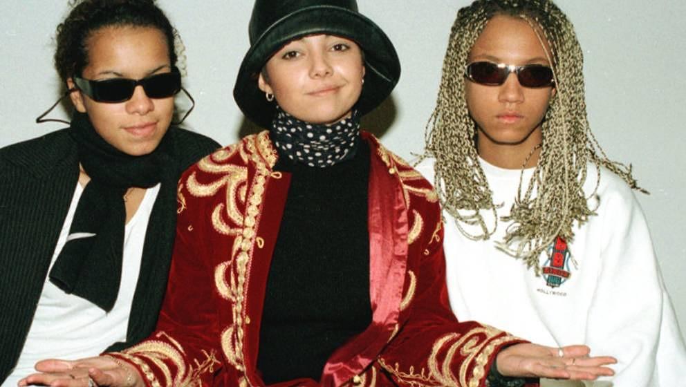Die Musikerinnen der Maedchen Pop-Gruppe Tic Tac Toe (v.l) Ricky, Jazzy und Lee, praesentieren sich am Freitag (11.April 97)