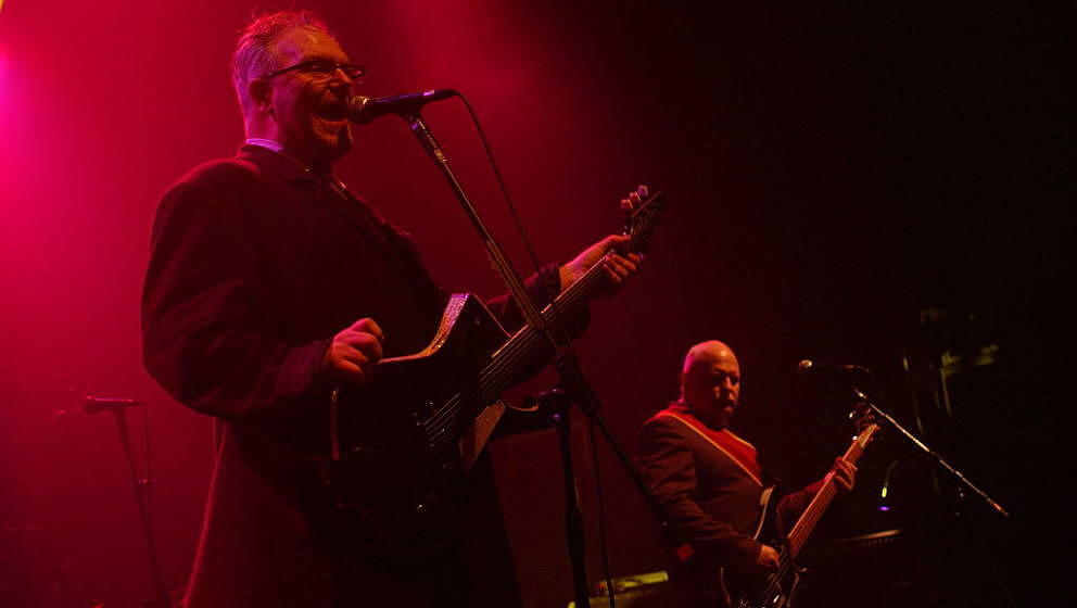 UNITED KINGDOM - NOVEMBER 16:  ASTORIA  Photo of CARDIACS and Jim SMITH and Tim SMITH, Tim Smith (L) and Jim Smith performing