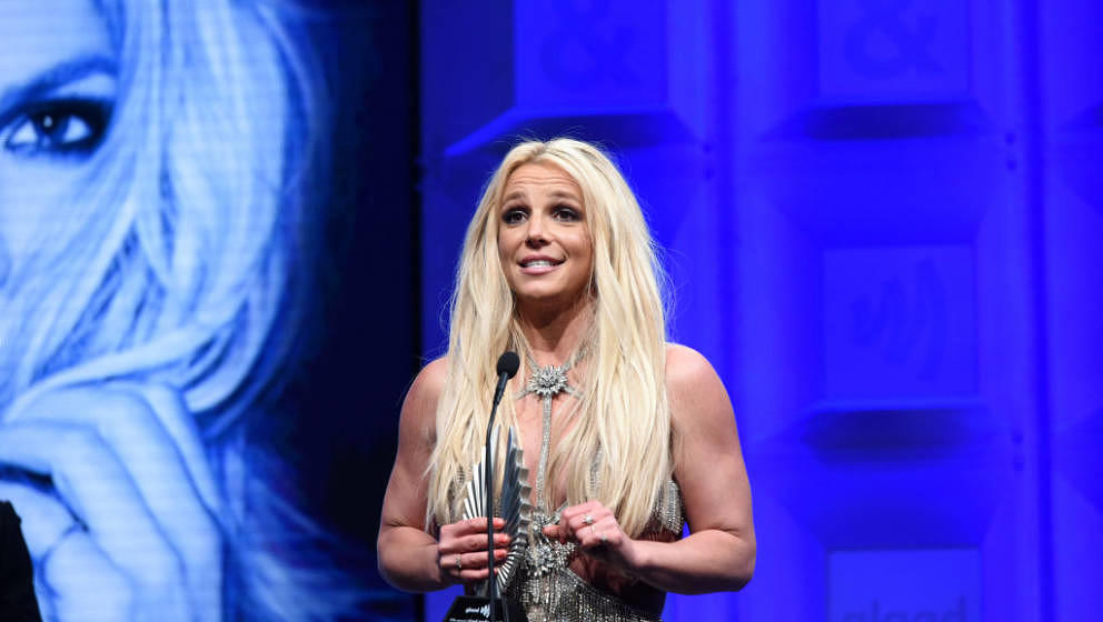 BEVERLY HILLS, CA - APRIL 12:  Honoree Britney Spears accepts the Vanguard Award onstage at the 29th Annual GLAAD Media Award