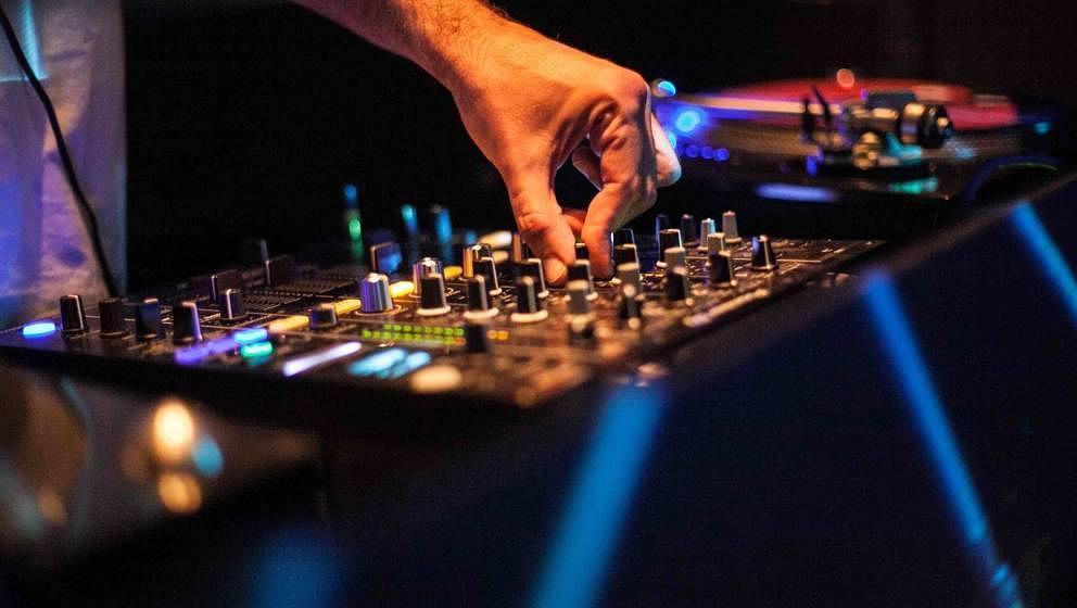 DJ-Turntable (Photo by: Gonzales Photo/Thomas Neukum/PYMCA-Avalon/Universal Images Group via Getty Images)
