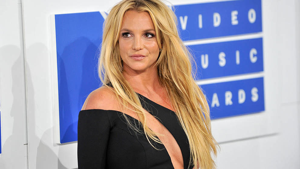 NEW YORK, NY - AUGUST 28:  Singer Britney Spears arrives at the 2016 MTV Video Music Awards at Madison Square Garden on Augus