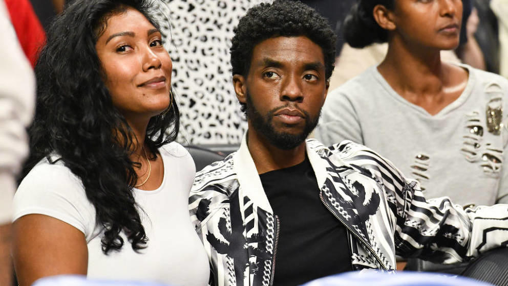 LOS ANGELES, CALIFORNIA - OCTOBER 22: Taylor Simone Ledward and Chadwick Boseman attend a basketball game between the Los Ang