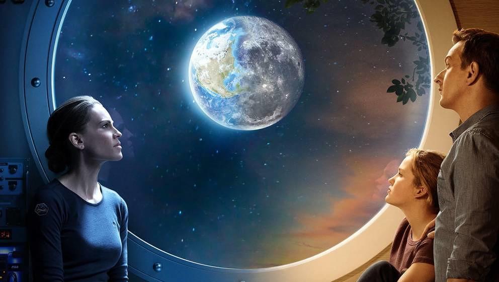 """Die Sci-Fi-Serie """"Away"""" mit Hilary Swank, Talitha Bateman und Josh Charles ist am 04.09. auf Netflix gestartet."""