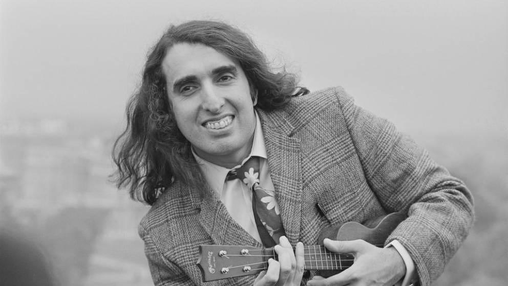 American singer and ukulele player Tiny Tim (1932 - 1996),  UK, 25th October 1968. (Photo by Larry Ellis/Daily Express/Getty