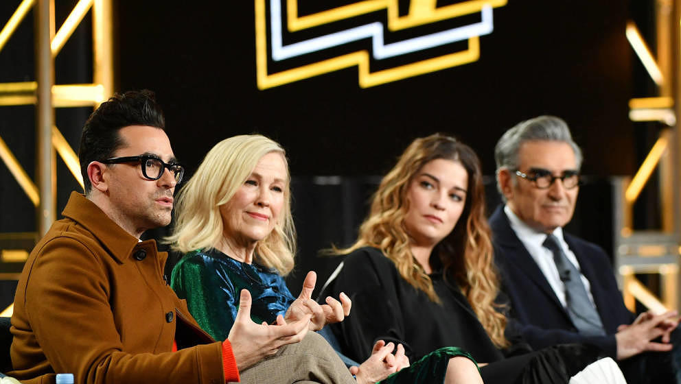 PASADENA, CALIFORNIA - JANUARY 13: (L-R) Daniel Levy, Catherine O'Hara, Annie Murphy and Eugene Levy of 'Schitt's Creek' spea