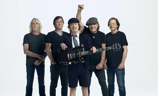 Sind mit Brian Johnson wieder da und klingen wie immer: AC/DC