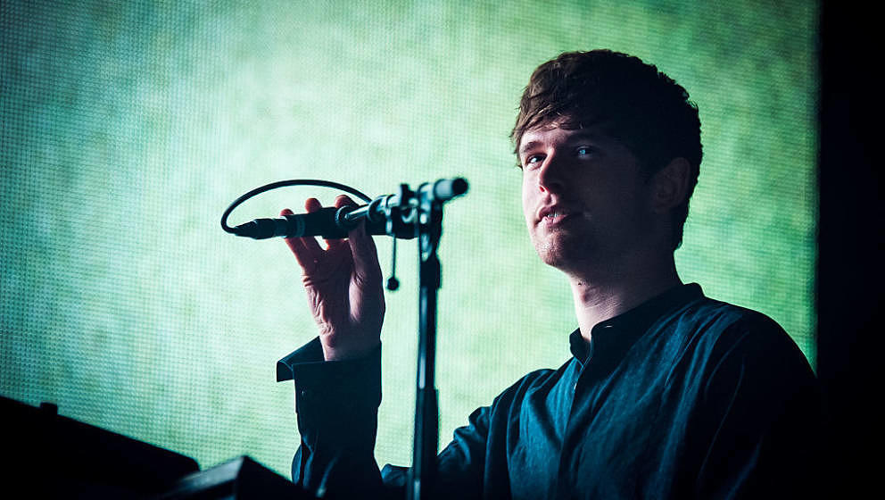 LONDON, ENGLAND - NOVEMBER 01: James Blake performs at Eventim Apollo on November 1, 2016 in London, England. (Photo by Venla