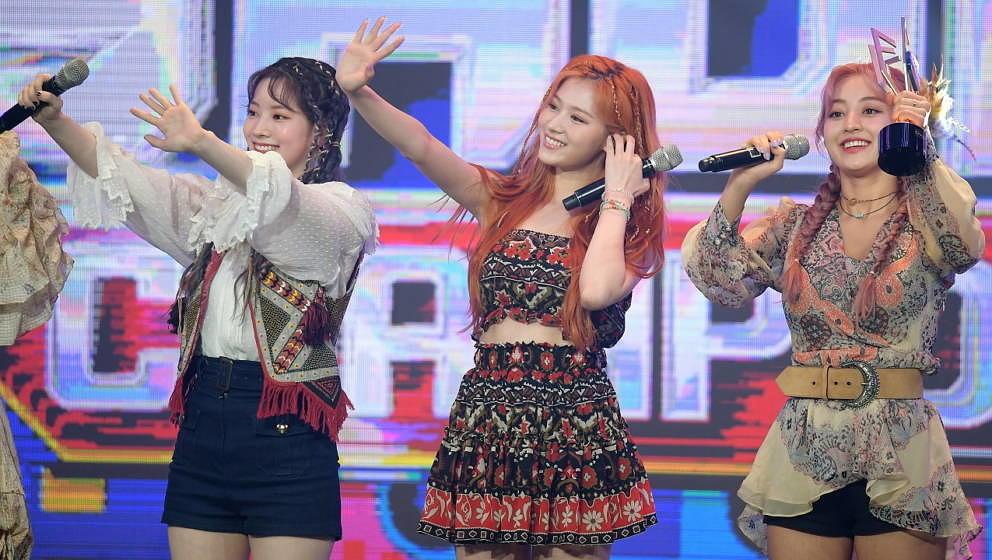 "Dahyun, Sana, Jihyo von TWICE am 10. Juni 2020 bei ""Show Champion"" in Goyang, Südkorea."