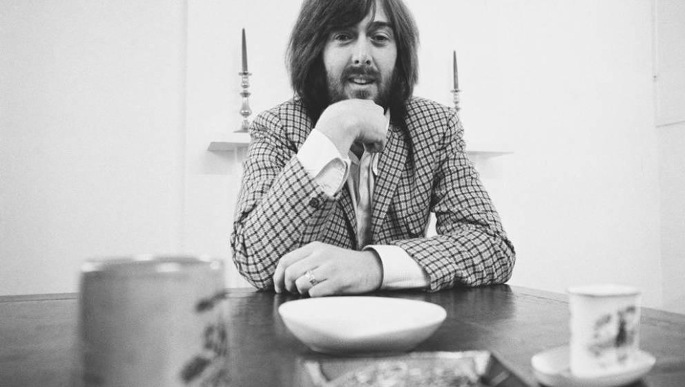 Welsh musician Spencer Davis of the Spencer Davis Group seated at a table on 24th October 1970. (Photo by Evening Standard/Hu