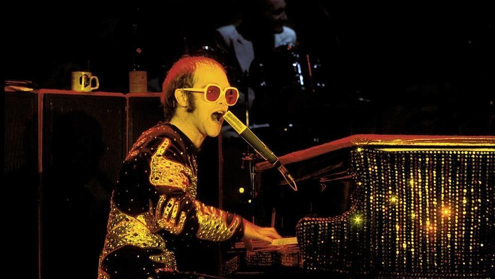 UNITED KINGDOM - DECEMBER 01:  HAMMERSMITH ODEON  Photo of Elton JOHN  (Photo by David Redfern/Redferns)