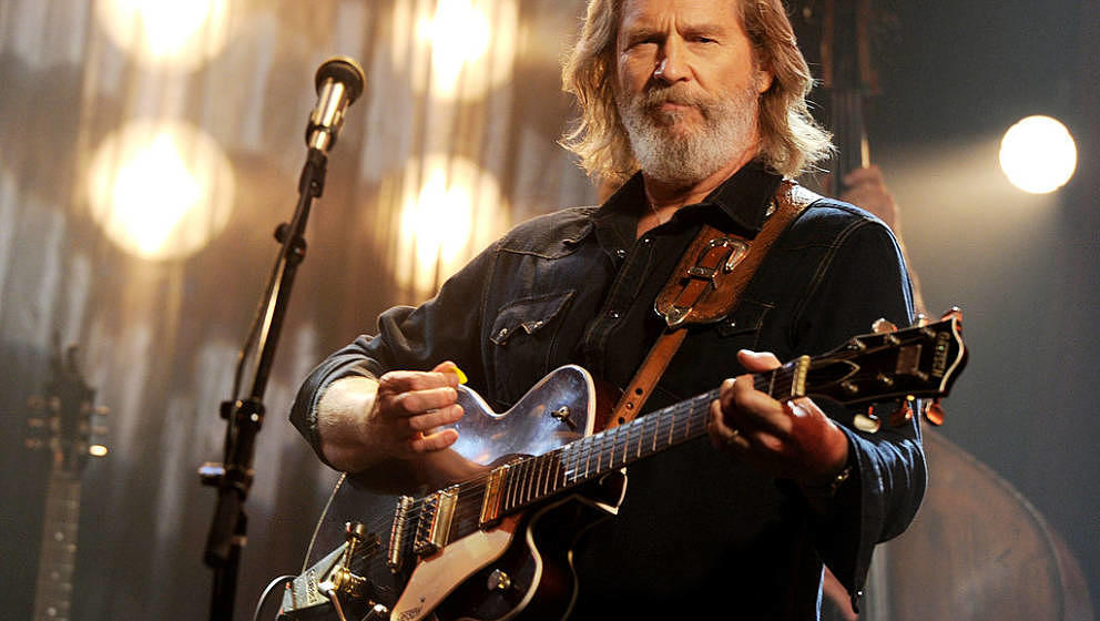 BEVERLY HILLS, CA - JUNE 29:  Actor/musician Jeff Bridges performs for 'AOL Sessions' at AOL Studios on June 29, 2011 in Beve