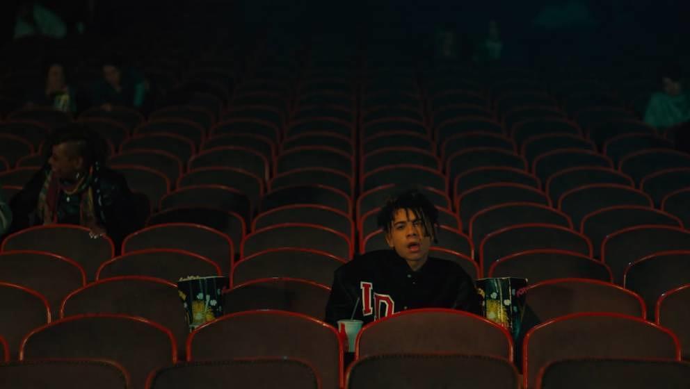 Iann Dior hat im Musikvideo zu 'Holding On' keinen guten Tag.