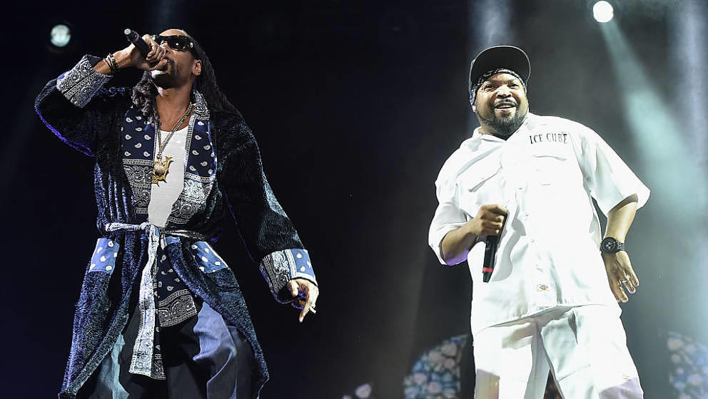 INDIO, CA - APRIL 16:  Guest rapper Snoop Dogg perform onstage with rapper Ice Cube during day 2 of the 2016 Coachella Valley