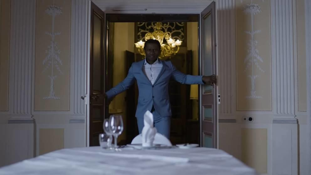 "Der Rapper Sylabil Spill in dem Video zu ""Sensible Inhalte"""