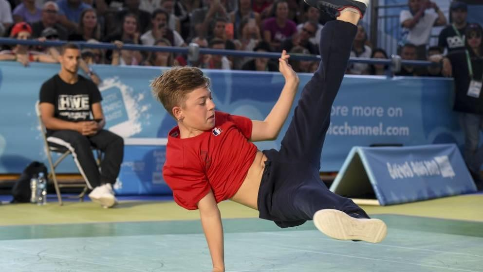 France's b-boy Martin competes during a battle at the Youth Olympic Games in Buenos Aires, Argentina on October 08, 2018. - T