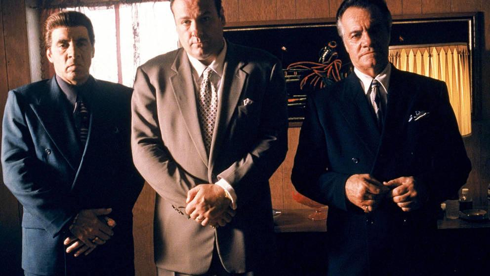 Von rechts nach links: Steven Van Zandt hier als Silvio Dante, James Gandolfini als Tony Soprano und Tony Sirico als Paulie W