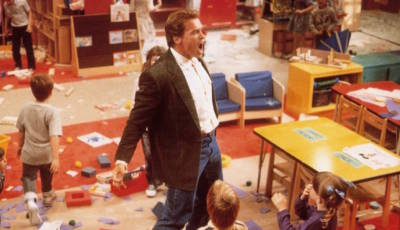 """Arnold Schwarzenegger 1990 als """"Kindergarten Cop""""."""