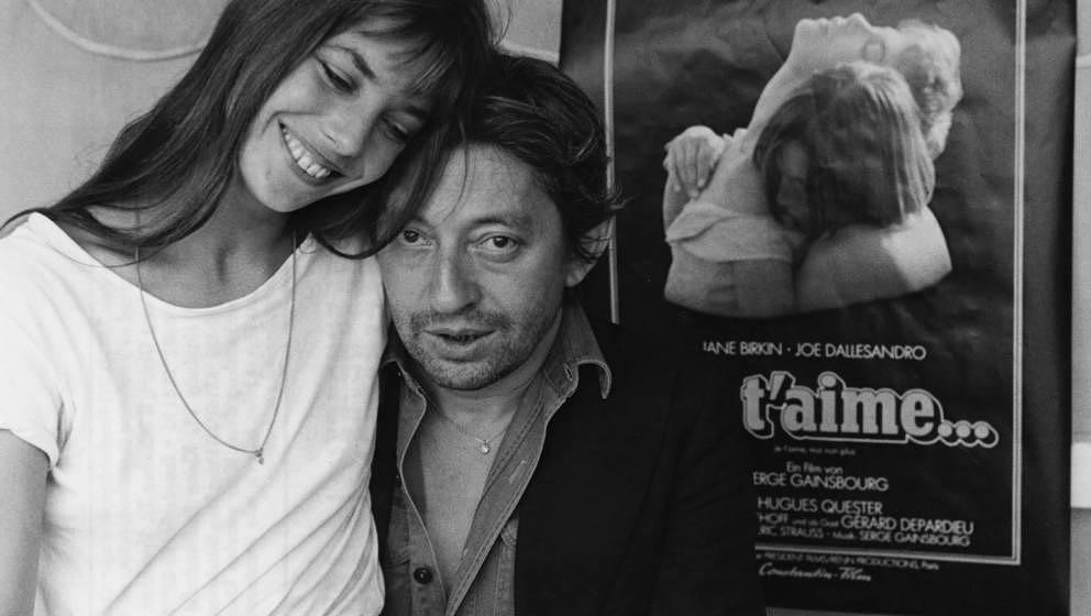Jane Birkin auf dem Schoß von Serge Gainsbourg in München, 1976.
