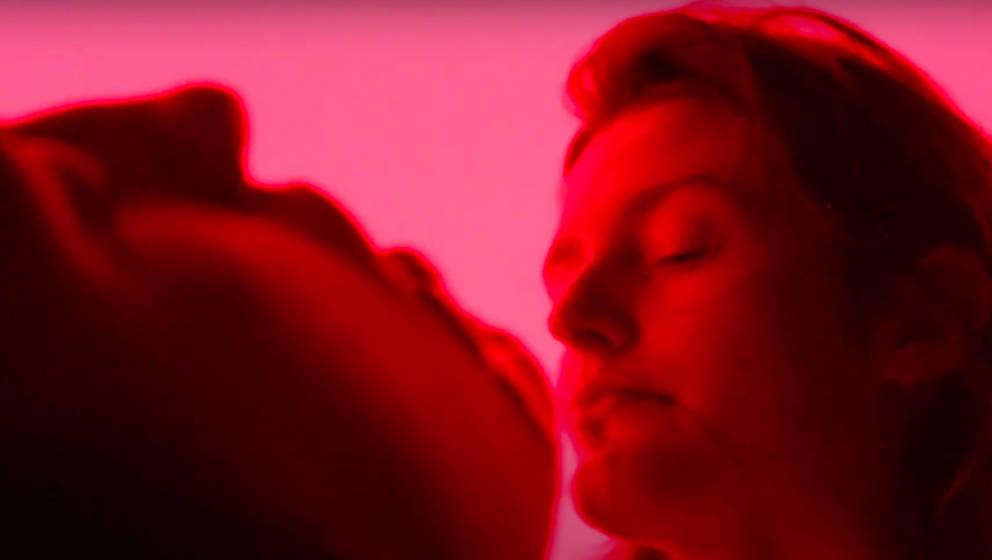 "Screenshot aus dem Video zu ""sadboys3000"" von Weggezogen Feminin"