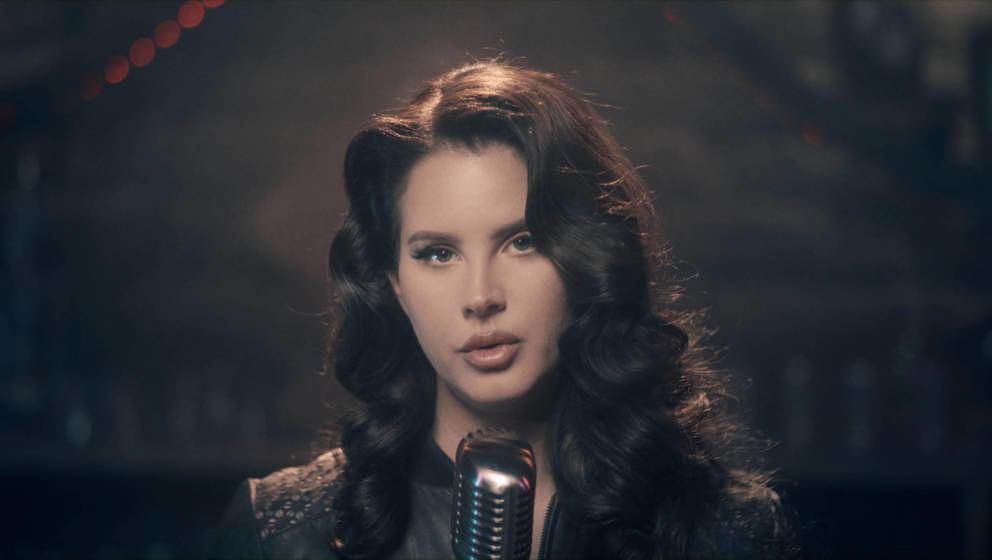 Lana Del Rey sorgt momentan für viel Aufregung – sowohl musikalisch, als auch privat